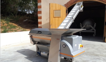 Mobile H400 destemmer, on wheels: Pera Pellenc, winemaking equipment